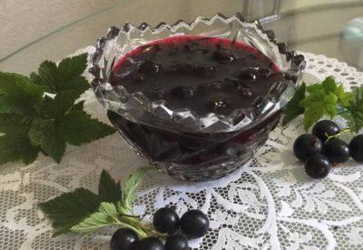 varienie-iz-chiornoi-smorodiny-piatiminutka-osnovnoe-foto-recepta