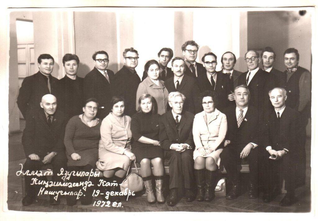 akm-kp-162-3-uchastniki-almetevskogo-soveshhaniya-pisatelej-e-malikov-1ryad-pervyj-sprava